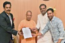BJP Fields Bhojpuri Star Ravi Kishan from Gorakhpur, Praveen Nishad Moved to Sant Kabir Nagar