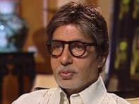 Has Shah Rukh ignored Big B's birthday wish?