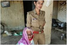 Woman Cop in UP Lauded for Feeding Starving, Elderly Woman and Helping With Her Bank Work
