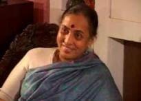 Alva meets Sonia Gandhi, explains her position