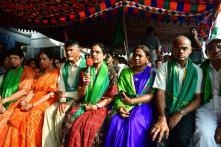 Chandrababu Naidu's Wife Donates Bangles for 'Save Amaravati' Movement of Farmers