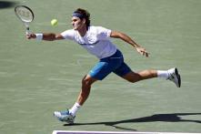 Federer rolls on, Clijsters falls in Miami