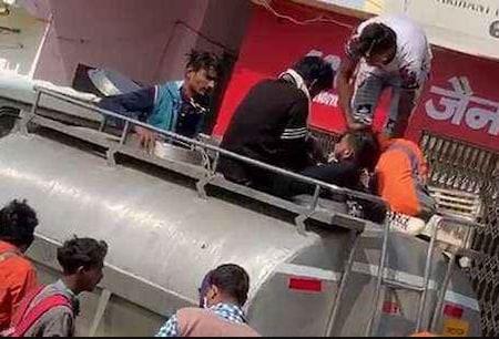Lockdown: ਦੁੱਧ ਦੇ ਟੈਂਕਰ 'ਚ ਲੁਕੇ 16 ਜਾਣੇ ਆਪਣੇ ਘਰ ਪਹੁੰਚੇ, ਦੇਖੋ ਵੀਡੀਓ
