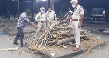 Amritsar: ਪੰਜਾਬ ਪੁਲਿਸ ਦੇ ਤਿੰਨ ASI ਨੇ ਦਿੱਤਾ ਲਾਵਾਰਿਸ ਲਾਸ਼ ਨੂੰ ਮੋਢਾ