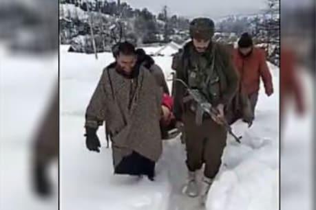 Video: ਕਸ਼ਮੀਰ 'ਚ ਫੌਜੀਆਂ ਨੇ ਬਰਫੀਲੇ ਰਾਹਾਂ 'ਚੋਂ ਗਰਭਵਤੀ ਔਰਤ ਨੂੰ ਹਸਪਤਾਲ ਪਹੁੰਚਾਇਆ