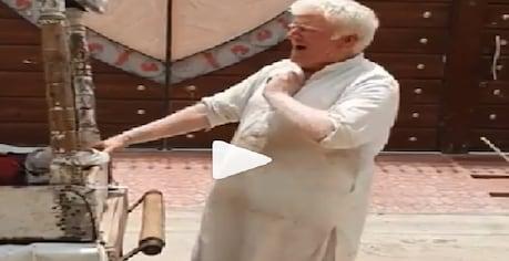 ਡੋਨਾਲਡ ਟਰੰਪ ਪਾਕਿਸਤਾਨ 'ਚ ਵੇਚ ਰਿਹੈ ਕੁਲਫੀਆਂ! ਵੀਡੀਓ ਵੇਖ ਲੋਕਾਂ ਨੇ ਕਿਹਾ- 'ਲੱਗਦੈ ਕਾਰੋਬਾਰ 'ਚ ਘਾਟਾ ਪੈ ਗਿਐ'
