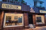 Durga Puja 2021Special Menu from Bianco Restaurant: বালিগঞ্জের নামকরা পুজো একডালিয়ার মন্ডপের একেবারে গা ঘেঁষে যে ফুটপাথ, তারই উপরে এই ক্যাফেটেরিয়া। সেখানেই মিলবে অসাধারণ স্বাদের সব খাবার।