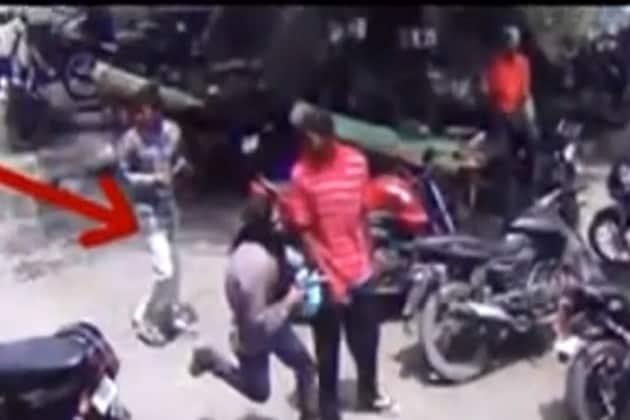 দিন দুপুরে ব্যবসায়ীকে গুলি, ধরা পড়ল CCTV ফুটেজে