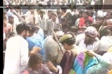 #video: ব্যাঙ্কে নোট বদলাতে আসা হাজার খানেক মানুষের উপর পুলিশের লাঠিচার্জ