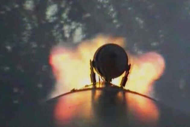 ১০৪টি কৃত্রিম উপগ্রহ নিয়ে ইসরো সফল উৎক্ষেপণ, উঠল উৎক্ষেপনের সেলফিও
