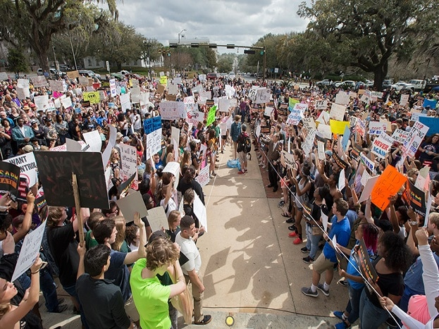 Students gather on the steps of the old Florida Capitol protesting gun violence in Tallahassee. (Image: AP)