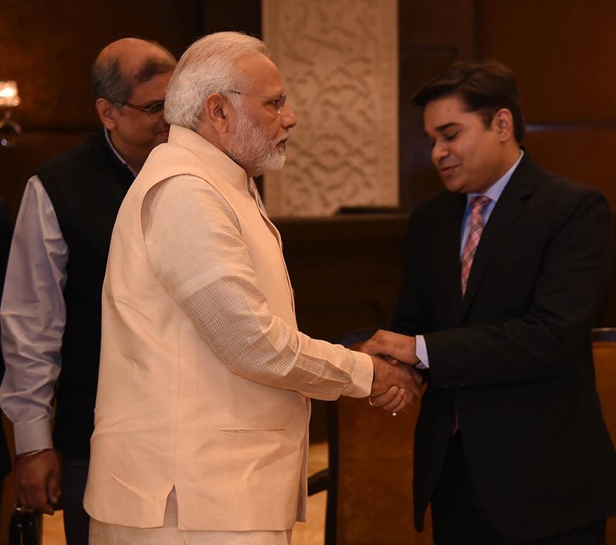 News18 India, Executive editor Amish Devgan welcomes Prime Minister Narendra Modi (Photo: News18)