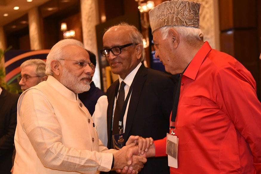 Politician Farooq Abdullah and PM Modi share some sweet nothings at News18 Rising India Summit (Photo: News18)