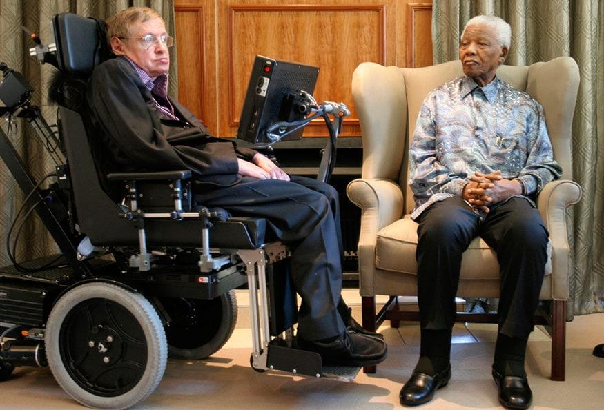 স্টিফেন হকিংয়ের সঙ্গে দক্ষিণ আফ্রিকার প্রাক্তন রাষ্ট্রপতি নেলসন ম্যান্ডেলা (Image: Reuters)