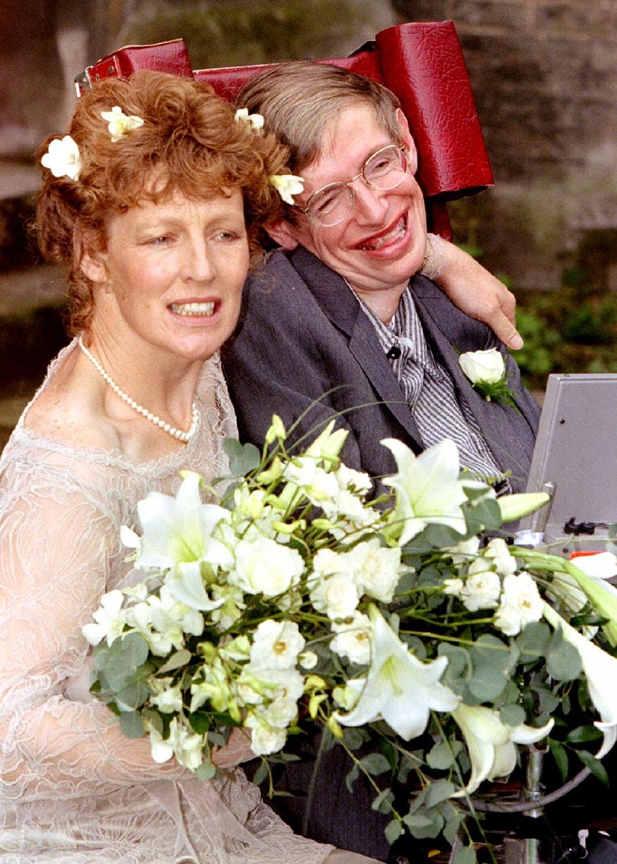 বিয়ের পরে স্টিফেন হকিংয়ের সঙ্গে তার স্ত্রী এলাইন মেসন (Image: Reuters)