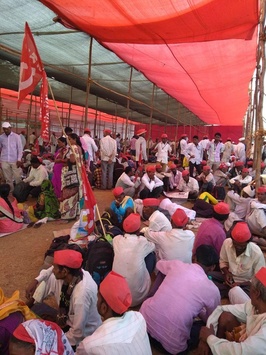 ইন্ডিয়া কিষাণ সভার আয়োজিত এক সমাবেশে বক্তব শুনছেন কৃষকেরা (Photo: Manish Dubey/News 18)