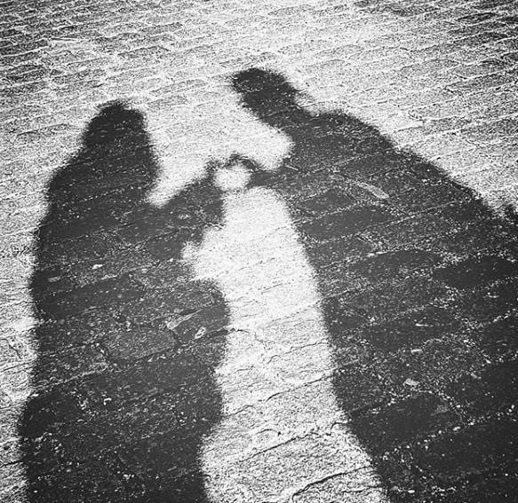 • কিন্তু এক সঙ্গে ছবি? নৈব নৈব চ! তাই শ্যাডো প্র্যাকটিস করছেন ৷ ছবি: ইনস্টাগ্রামের সৌজন্যে ৷