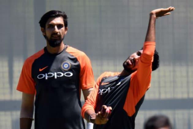 নেটে অনুশীলনে ব্যস্ত ইশান্ত শর্মা এবং জসপ্রীত বুমরাহ ৷ Photo: AFP