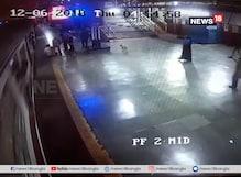 CCTV Footage : রুদ্ধশ্বাস মুহূর্ত ! চলন্ত ট্রেন থেকে পড়ে গিয়েছেন এক ব্যক্তি, তারপর . . .
