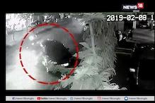 হাড়হিম CCTV ফুটেজ:  পিছন থেকে তীব্র গতির গাড়িটা যখন ধাক্কা মারল...