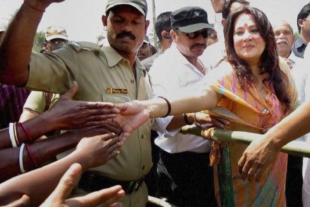 প্রচারে তারকা প্রার্থীরা, কে কোথায় কীভাবে করলেন প্রচার, নজর রাখুন