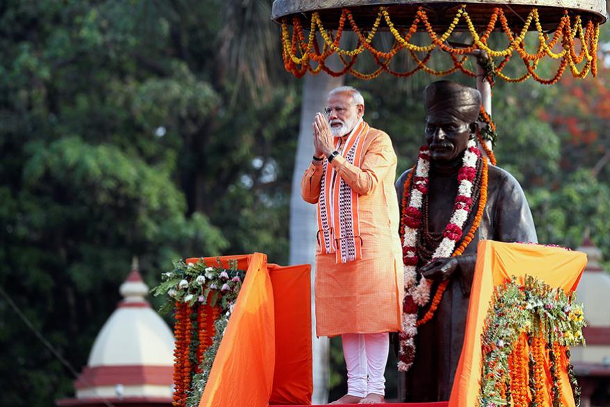 বিশাল জনসমাগমের মধ্য দিয়ে বারাণসীতে রোড শো করসেন প্রধানমন্ত্রী নরেন্দ্র মোদি। (Image: Reuters)