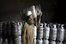 বিগত ৫ বছরে দেশজুড়ে রান্নার গ্যাসের দাম বেড়েছে ৮২ টাকা, পাকিস্তানে অগ্নিমূল্য গ্যাস সিলিন্ডার