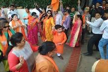 LIVE: দেশ জুড়ে গেরুয়া ঝড়, গুজরাতে উৎসবের মেজাজে সমর্থকরা