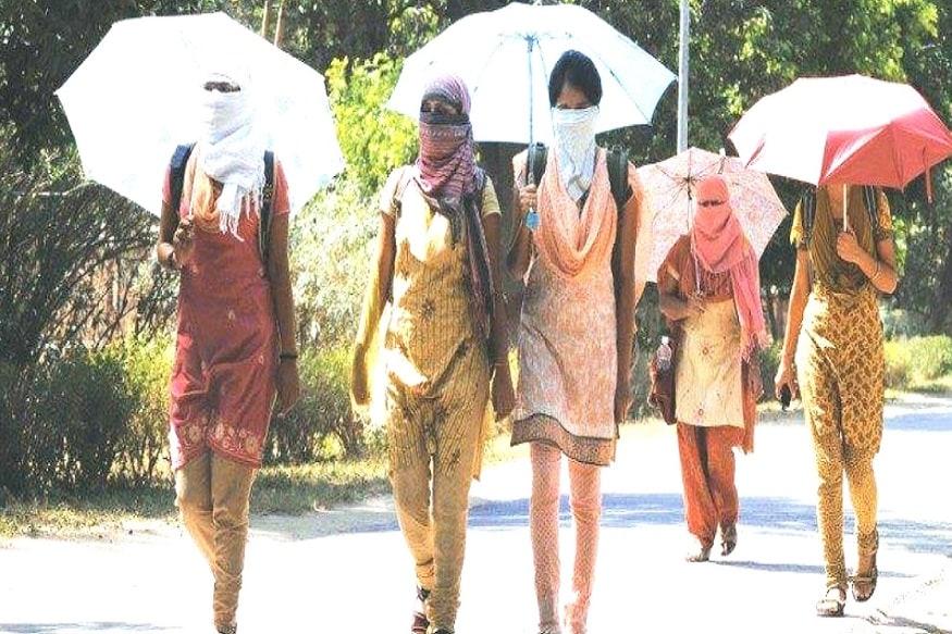 বাতাসে জলীয় বাষ্প থাকায় তাপমাত্রা বাড়ার পাশাপাশি বৃদ্ধি পাবে আদ্রতাজনিত অস্বস্তি। গলদঘর্ম হতে হবে মানুষকে। গতকাল কলকাতার সর্বোচ্চ তাপমাত্রা ছিল ৩৭.৫ ডিগ্রি। স্বাভাবিকের থেকে দু ডিগ্রি বেশী। এদিন সকাল ১১.৩০ টায় কলকাতার তাপমাত্রা ছিল ৩৫.৪ ডিগ্রি ৷ কলকাতায় আপেক্ষিক আর্দ্রতার পরিমাণ ৬৮% ৷ ১১.৩০ টায় দমদমের তাপমাত্রা ৩৭.২ ডিগ্রি ৷ দমদমে আপেক্ষিক আর্দ্রতার পরিমাণ ৬৪% ৷Photo Source: Collected