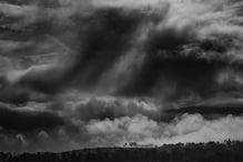 আগামী ৪৮ ঘণ্টায় ব্যাপক বৃষ্টিতে ভিজবে গোটা দেশ, কালো মেঘে অন্ধকারাচ্ছন্ন বিভিন্ন প্রান্ত
