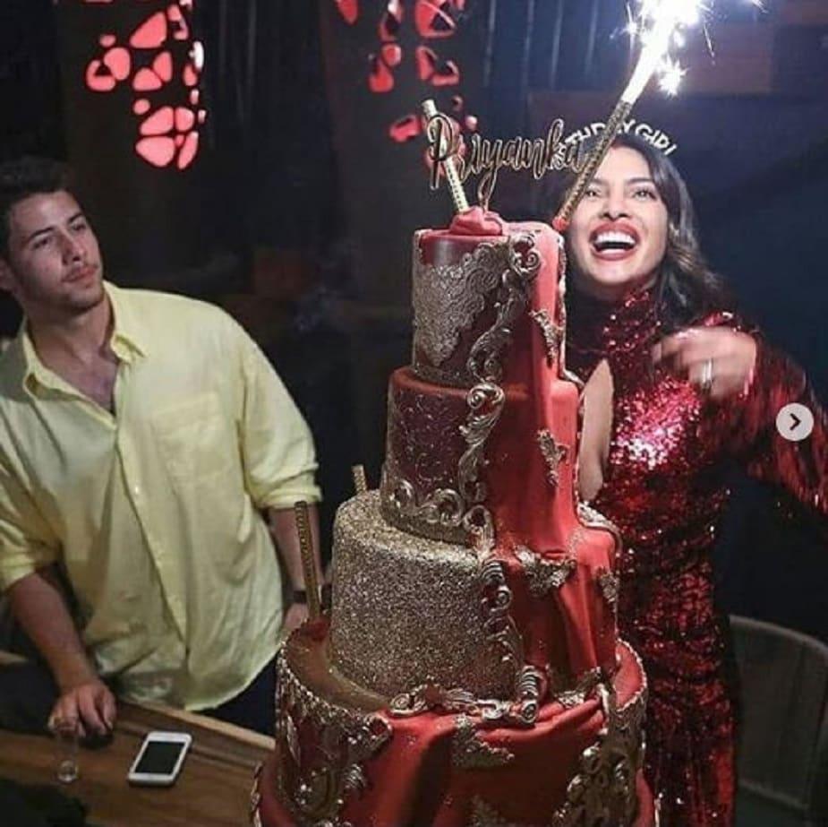 জন্মদিনের রাতে প্রিয়াঙ্কাকাকে সারপ্রাইজ দিতে নিকের বিশেষ আয়োজন।Photo Source: Instagram