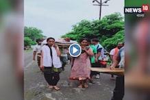বাবার দেহ সৎকার করে দৃষ্টান্ত তৈরি করলেন মালকানগিরির ৩ মেয়ে, দেখুন ভিডিও
