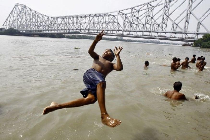 রাজ্যে উষ্ণতম জুলাই। ১৪ বছরের রেকর্ড ভাঙল এবার। দেখা নেই বৃষ্টির। আজ সর্বোচ্চ তাপমাত্রা ৩৭.৭ ডিগ্রি।photo source collected