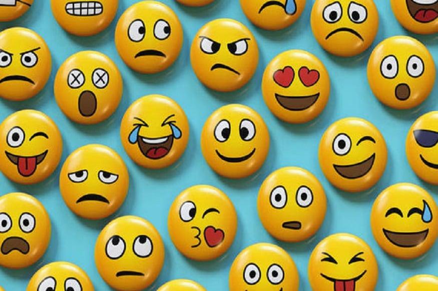 হাসি, কান্না, মন খারাপ, উল্লাস সব কিছুই বোঝানোর এখন আমাদের সঙ্গী তো ইমোজি। সেলেবদের চ্যাটে ইমোজি সুপার হিট। দেখে নিন কোন সেলেব কোন ইমোজি সবচেয়ে বেশি ব্যবহার করে