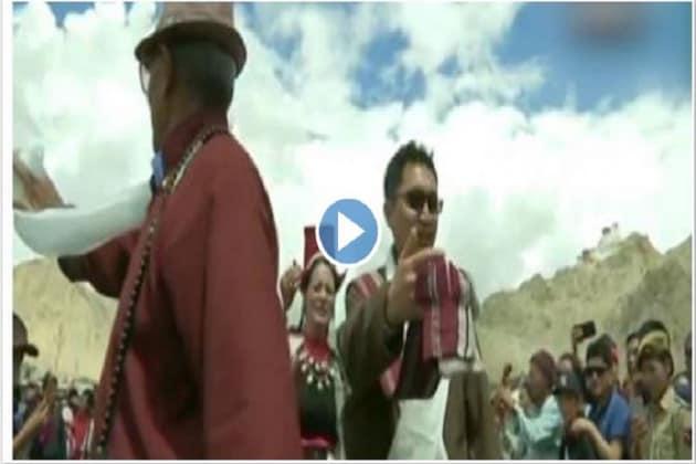 স্বাধীনতা দিবসের অনুষ্ঠানে জমাটি নাচে মাতলেন বিজেপি সাংসদ