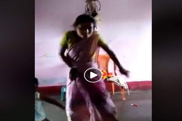 জমাটি হিন্দি গানের সঙ্গে জমিয়ে নাচ ছোট্ট শিশুর, পাল্লা দিয়ে নাচলেন মহিলাও
