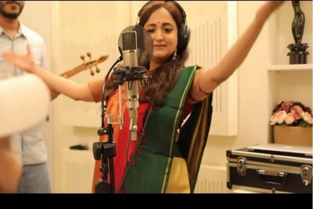 গাইতে গাইতে নেচে উঠলেন মোনালি, বিশাল ভিউ সুন্দরীর নতুন গানের ভিডিওর! শুনে নিন গান--