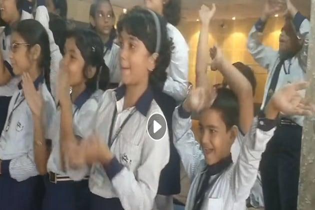 Love You Zindagi ! শিশুদিবসে স্কুলে পড়ুয়াদের মানবতার পাঠ, গেয়ে উঠল গানটি