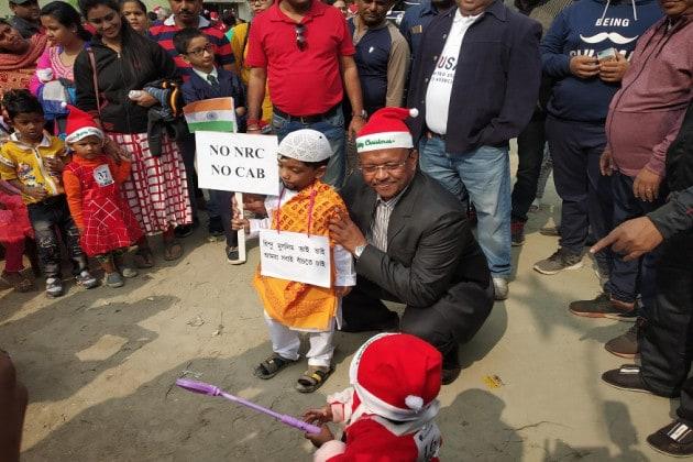 'যেমন খুশি সাজো' প্রতিযোগিতায় 'NO NRC' বার্তা শিশুর, অভিভূত মেয়র