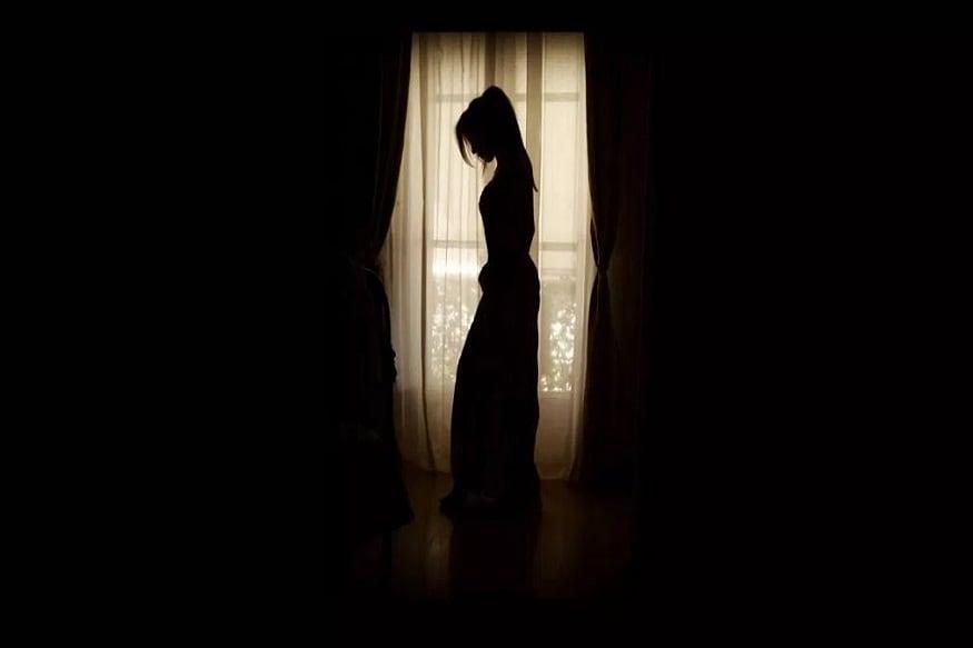 ভদ্রমহিলার স্বামী কাজ করেন গুজারতে তাই ২৪ বছরের মহিলা একাই বাড়িতে থাকেন ৷ ভাগ্না এসে তাঁকে রেপ করে ৷ Photo- Representive