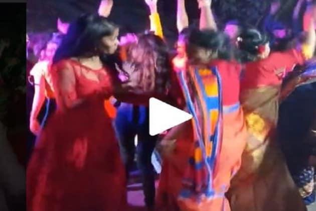 #Viral:'নয়া নয়া সাল হ্যায়, নয়া নয়া মাল হ্যায়' গানে,ছাপা শাড়ি পরেই শরীরি হিল্লোলে বর্ষবরণ!