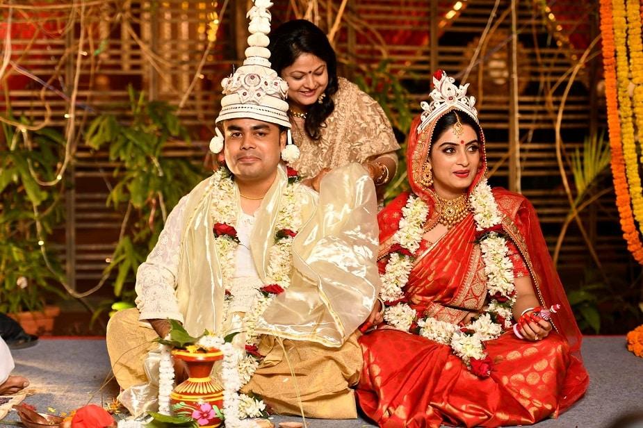 গতবছর সৌমিত্র পালের সঙ্গে বিয়ে হয় জনপ্রিয় বাংলা সিরিয়াল 'জড়োয়া ঝুমকো' খ্যাত অভিনেত্রী অঙ্কিতা । Photo Source: Facebook