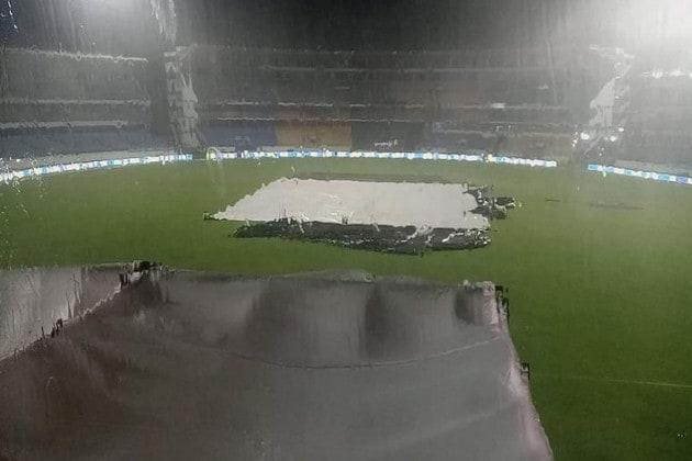 Ind vs SL : শুরু বৃষ্টি, নির্ধারিত সময়ে শুরু হল না প্রথম T20