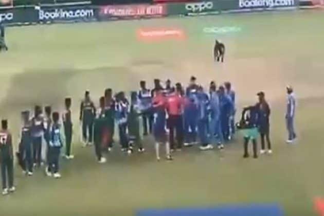 U19 WC: ফাইনাল শেষে দু'দলের ক্রিকেটাররা জড়ালেন হাতাহাতিতে ! লজ্জার দৃশ্যেরই সাক্ষী থাকল ক্রিকেট