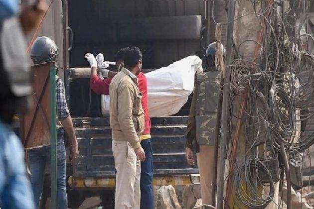 উত্তর-পূর্ব দিল্লিতে নর্দমা থেকে বেরল ২টি মৃতদেহ, আরও লাশ রয়েছে অনুমান পুলিশের