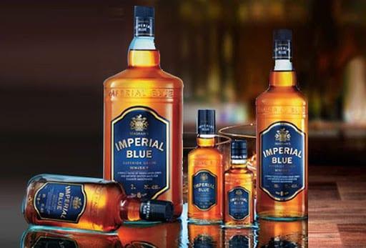 এনফোর্সমেন্ট ব্রাঞ্চ সূত্রে খবর, ওই কারখানায় মূলত নকল হুইস্কি ও রাম তৈরি করা হত। Imperial Blue, Royal Stag ও McDowell's এই ব্র্যান্ড গুলিরই নকল করা হতো। এই ভেজাল কারবারিরা নকল লেবেল তৈরি করে তা বোতলে সেটে দিত। তারপর চলে যেত ব্ল্যাকারদের হাতে। এই খবর পেয়ে ব্র্যান্ডগুলোর তরফে অভিযোগ করা হয় তারাতলা থানায়। এরপর তদন্তে নামে এনফোর্সমেন্ট ব্রাঞ্চ। এক অফিসার বলেন,