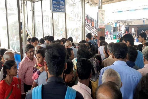 কলকাতায় করোনা আক্রান্ত ২, আতঙ্কে মহানগর এড়াতে চাইছেন দক্ষিণবঙ্গের অনেকেই