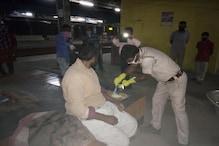 লক ডাউনঃ আনাহারে, অর্ধাহারে থাকা ভবঘুরেদের দু'বেলা খাবারের দায়িত্ব নিল জেলা পুলিশ