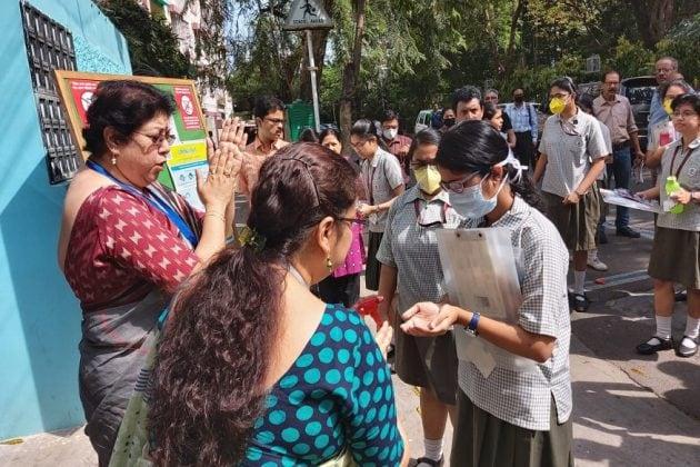 Exclusive: করোনা আতঙ্ক! বালিগঞ্জে হাতে স্যানিটাইজার দিয়ে তবেই পরীক্ষা দিতে ঢুকছেন পড়ুয়ারা