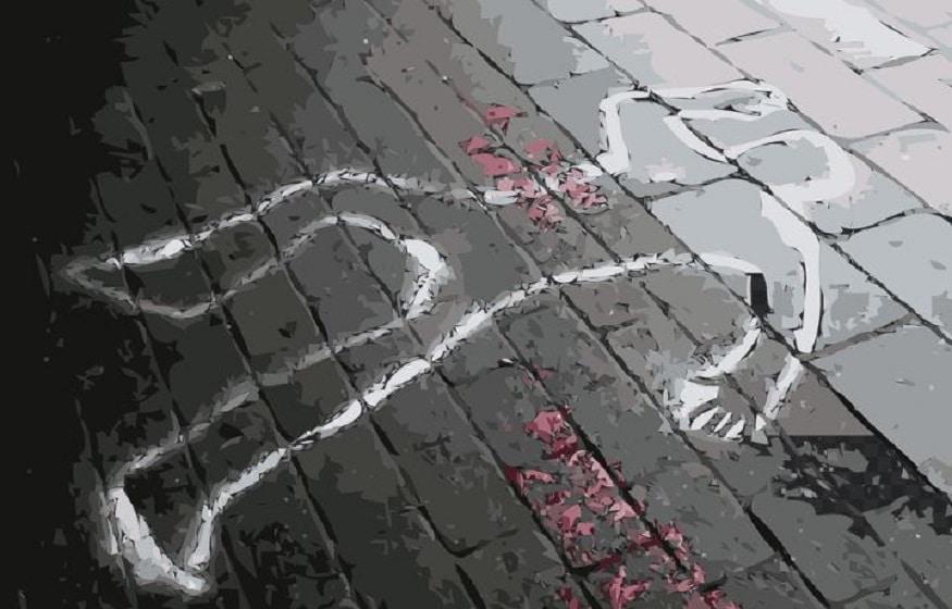 এই সময়েই ঘটে যায় বিপত্তি ৷ দ্রুত সিঁড়ি বেয়ে উঠতে গিয়ে পা হড়কে নিজের স্বামীর গায়ে পড়ে যান ১২৮ কেজির মঞ্জুলা দেবী ৷ এই মঞ্জুলা দেবীর ওজেনর চাপে সিঁড়িতে পিষ্ট হয়ে যান তাঁর স্বামী নটবরলাল ৷ Photo- Representive